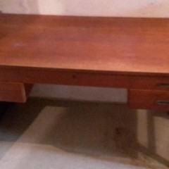 Zu verschenken: 50er 60er Jahre Teak-Schreibtisch mit kleinem String-Regal