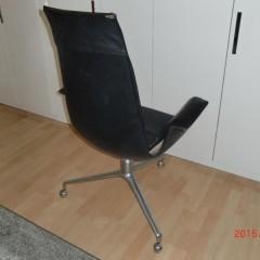 Kill International FK 6725 Preben Fabricius & Jørgen Kastholm Ledersessel Tulip-Chair auf Dreibein-Gestell