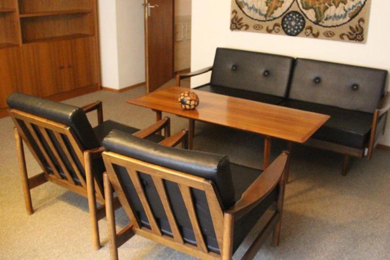 Ledersofa designklassiker  60er Jahre Sofa, Sessel und Tisch vermutlich Knoll Antimott ...